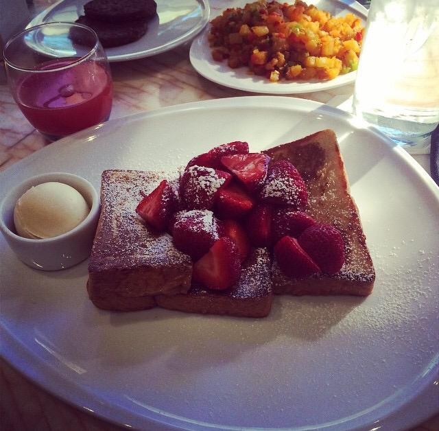 Wyn Hotel Terrace Point Cafe French Toast Strawberries And Vegan Butter